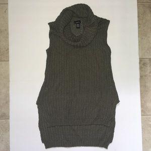Cowl neck sleeveless sweater medium